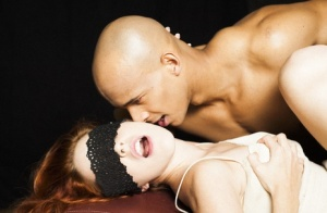 Blindfolded Amarna Miller revels in a sensual pussy licking from her bald BF