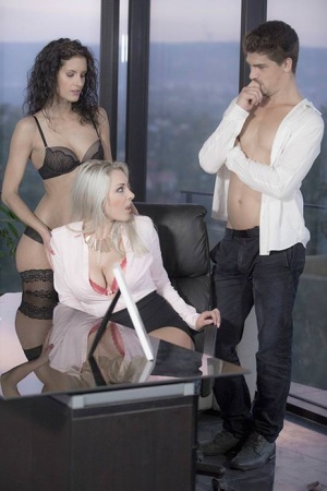 Big titted reality porn girl Victoria Summers gets cum on face in office 3some