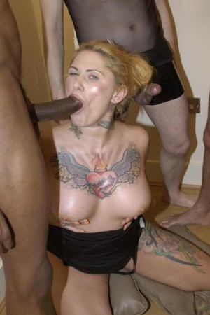 Tattoo freak Tallulah Tease wears a smile and cum on her face after a blowbang 19322253