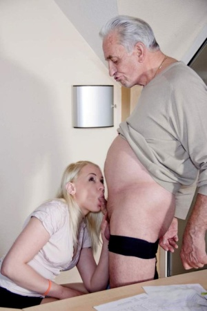 Platinum blonde secretary deepthroats the owner of the company for a promotion 52675536