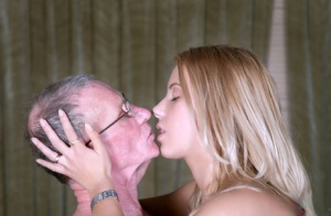 Young girls Valery and Rebecca pleasure their old lovers together
