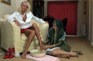 Euro Lana Cox gates her Indian slave girl to bathe and suck her sexy toes 69079527