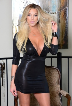 Hot blonde model Xo Gisele releases her nice melons from her black dress