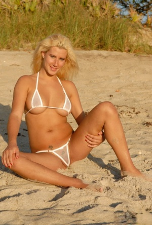 Blue eyed blonde Courtney wears a mesh bikini while frolicking at the beach 10286974