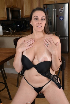 Over 30 woman Melanie Hicks makes her nude debut on her kitchen table