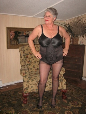 Old amateur Girdle Goddess unleashes her saggy tits before pulling down hose 64820914