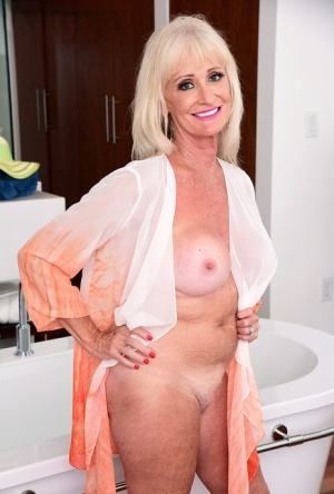 Blonde granny Leah Lamour parks her tan lined body in a bathtub 75780679