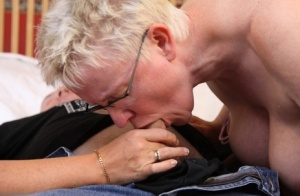 Bisexual British lady Curvy Claire gives a double BJ and kisses a woman