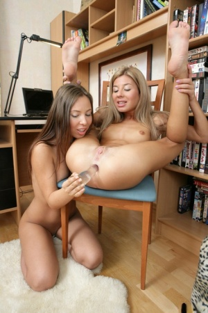 Young lesbians Anne and Tiffany T shove toys in each others asshole 46909286