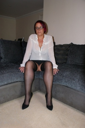 Mature amateur casually displays her shaved vagina after getting fully naked