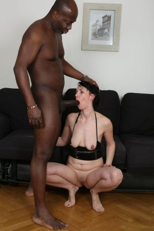 Dark haired mother takes a big black dick up her asshole on a sofa 41324856