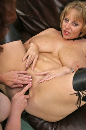 British amateur Curvy Claire engages in lesbian sex with a girlfriend