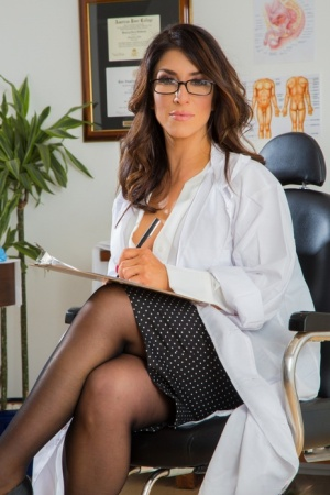Busty Latina woman Raven Hart removes a lab coat and glasses before A2M action