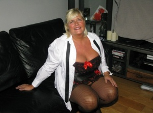 Older amateur Chrissy Uk parts her pussy lips in a corset and nylons