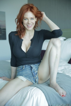 Older natural redhead Maitland Ward makes her nude debut during a solo gig 77810153