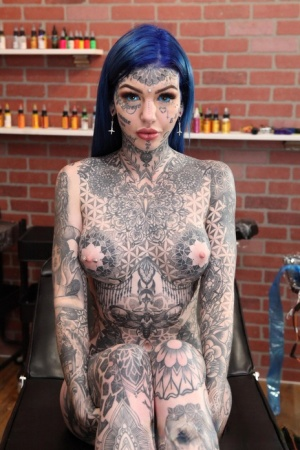 Heavily tattooed girl Amber Luke poses naked in a tattoo shop 18204682