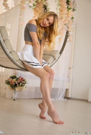 Young beauty Arya gets naked on a hanging chair in a tempting manner