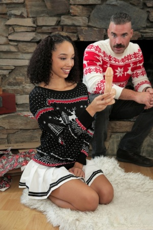 Teen girls Alexis Tae  Aaliyah Love have a 4some at Xmas with family members