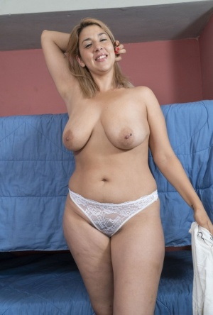 Amateur model Priscila uncovers her big naturals before showing her muff