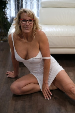 Older blonde woman sucks a dick before fucking in her glasses 88855382