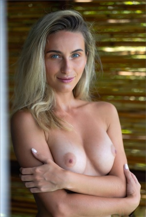 Dirty blonde removes a yellow bikini for a nude modelling engagement