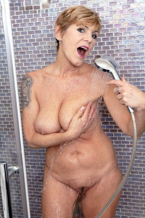 GILF Nicol Mandorla shows her great body while taking a shower with a toy