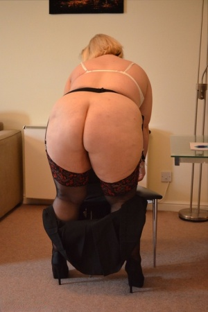 Obese British amateur Lexie Cummings uncups her tits after showing her big ass 82709159