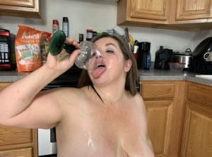 Middle aged BBW Sexy Nebbw shows her big tits and butt in a kitchen