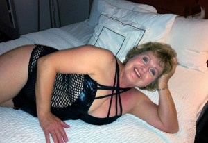 Older woman Busty Bliss receives a pearl necklace during POV action