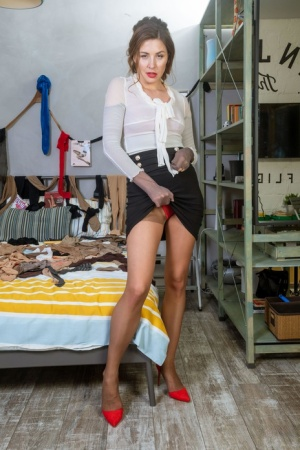 Beautiful female Paulina Soul covers herself from head to toe in pantyhose 46745714