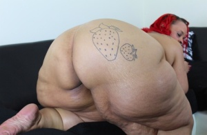 Redhead SSBBW Strawberry Delight shows her totally naked body on a sofa 33445967