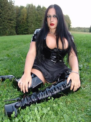 Goth woman Lady Angelina looses her big boobs from her clothing in a field