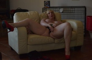 Thick older blonde Melody strips to red heels before pussy play