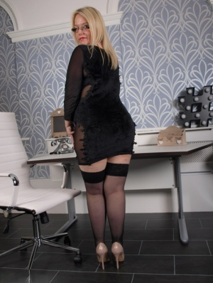 Overweight blonde amateur Sindy Bust strips to nylons and heels at her desk 15817963