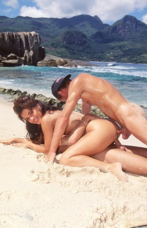 Pretty girl Holly Black receives facial cumshot after anal sex on a beach