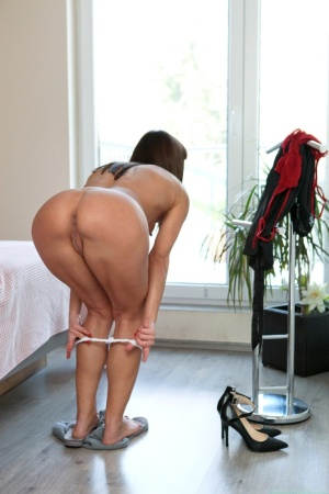 Hot MILF Alyssa Reece seduces her stepson after changing into a robe 75043493