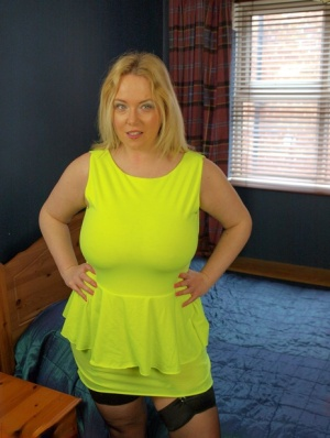 Overweight amateur Sindy Bust strips to garters and nylons atop her bed