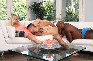 Hot girls and men partake in bisexual group sex in the living room 11232053