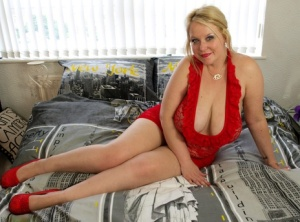 Blonde BBW Sindy Bust slides a thong aside before touching her vagina