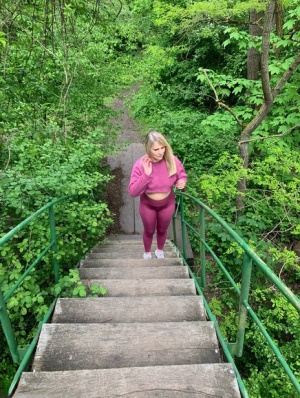 Middle-aged amateur Sweet Susi exposes her ass and tits while on a footbridge