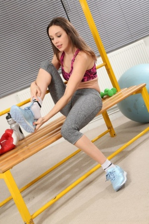 Solo girl Jo E ends up topless while working out in spandex pants