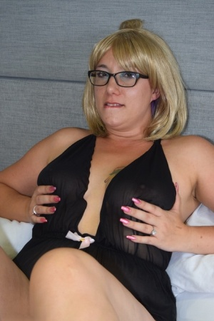Overweight amateur Sara Banks removes black lingerie to pose nude in glasses 26360453