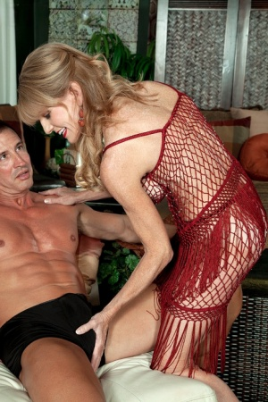 Aged blond lady with red lips Denise Day gets banged doggystyle after foreplay