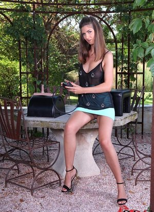 Solo girl with meaty labia lips masturbates outdoors while riding Sybian
