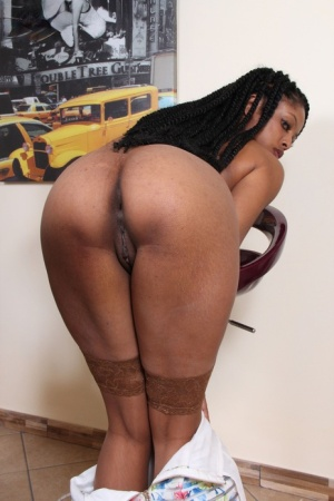 Black girl Janelle uncovered a big boobs before showing the soles of her feet