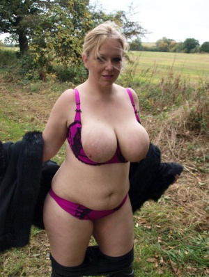 Blonde amateur Sindy Bust looses her large boobs near a farmers field