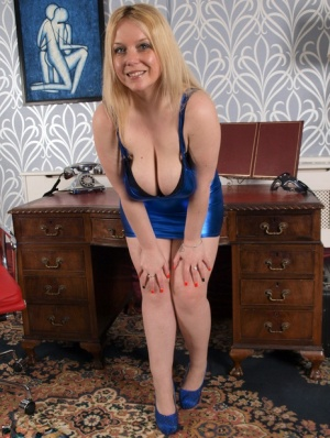 Natural blonde Sindy Bust looses her large breasts and shaved pussy