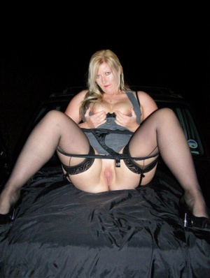 Blonde amateur displays her big butt and pussy outside a vehicle at night