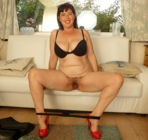 Older British woman Juicey Janey stretches out her natural pussy in red heels