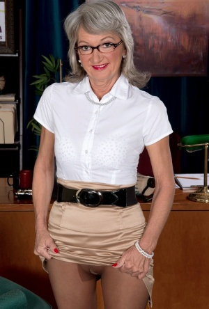 Mature secretary Cheyanne takes care of a horny young businessman 23413686